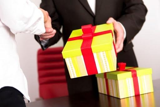 Quà tặng doanh nghiệp có ý nghĩa rất quan trọng