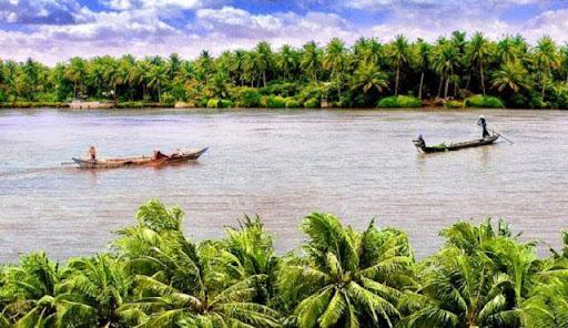 Cảnh sông nước êm đềm của làng quê Việt Nam